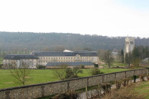 1024px-Abbaye_du_Bec_large